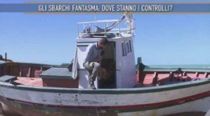 Sbarchi fantasma, detenuti tunisini lasciano decine di barconi abbandonati – VIDEO