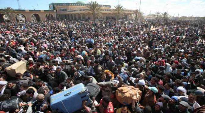 """Minniti: """"Distribuire profughi sul territorio"""""""
