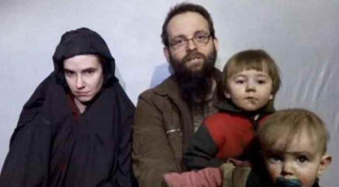 Islamici uccidono neonato e stuprano la madre
