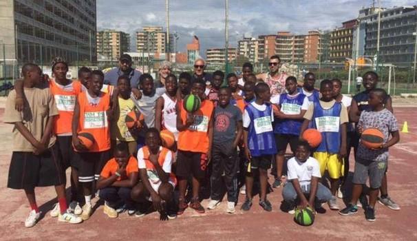 Legge ad hoc del Governo per fa giocare i clandestini a calcio