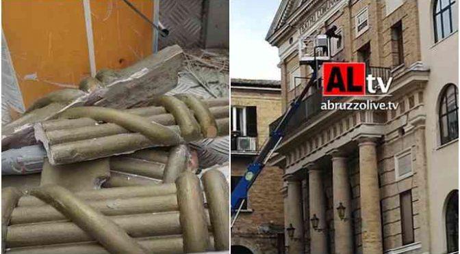 Talebani Pd iniziano a demolire i monumenti fascisti, martellati via i fregi fascisti – VIDEO