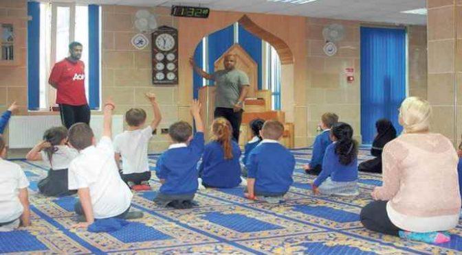 Arriva l'ora di religione islamica, Corano in classe