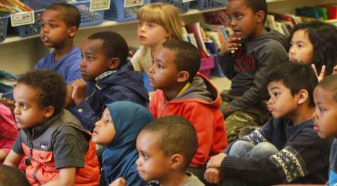 Troppi immigrati in classe, bimbi italiani tornano a casa parlando Arabo