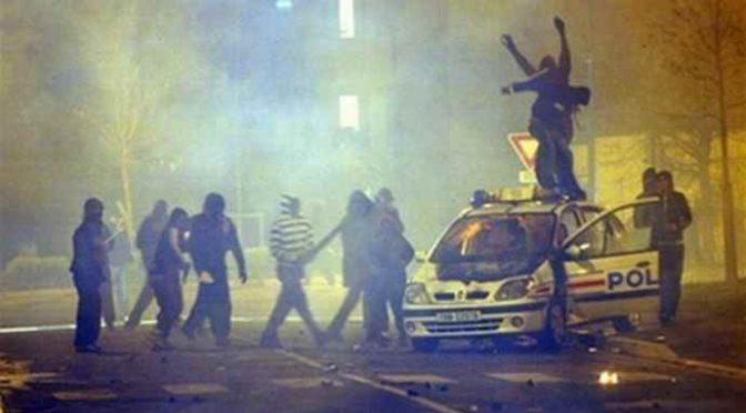 """La Francia è perduta: """"Islam controlla interi quartieri, ha propria polizia"""""""