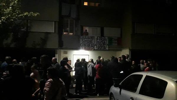 Roma: cittadini bloccano sfratto italiano da casa popolare