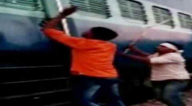 Africani senza biglietto assaltano treno, calci e pugni a Poliziotti