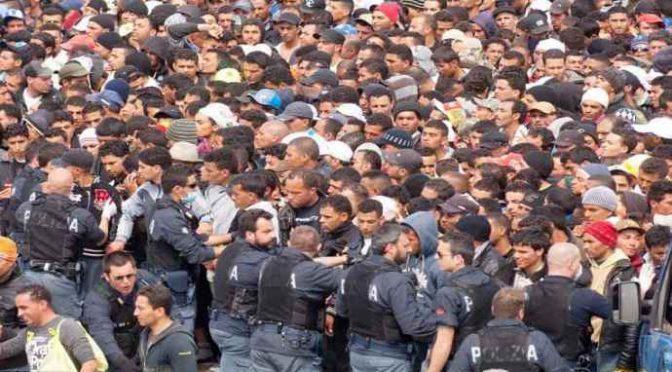 Lampedusa presa d'assalto, sbarchi continui: clandestini incendiari