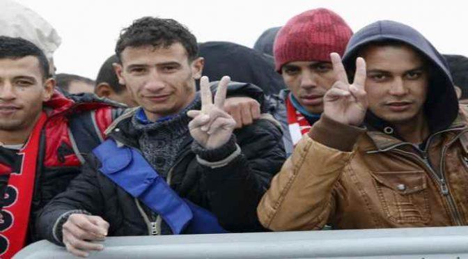Tunisino 'ruba' casa popolare, teppisti rossi bloccano sgombero