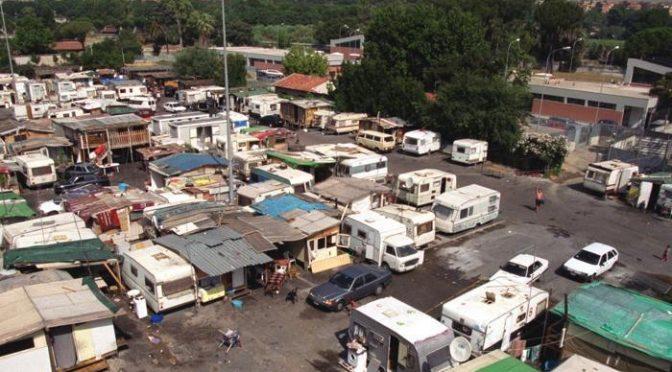 Poliziotti arrestano ladri Rom, circondati da 150 Nomadi furiosi