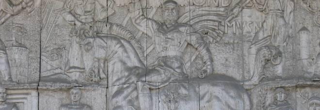 Bolzano, PD e Tedeschi ritoccano bassorilievo fascista