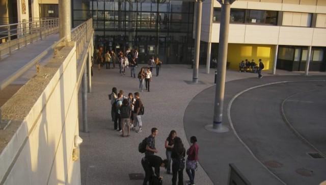 """FRANCIA, AUTO CONTRO STUDENTI, FERITI: """"L'HO FATTO APPOSTA"""""""