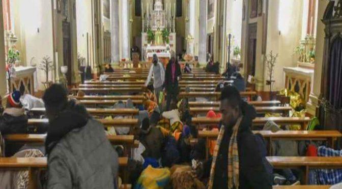 """Prete accusa: """"Migranti molestano anziani e malati, assediano chiese: ora basta"""""""