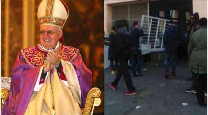 Torino: 'Fascisti' portano coperte a senzatetto italiani, Diocesi dà le case agli spacciatori africani