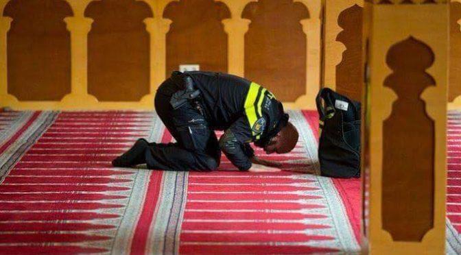 Islamici infiltrati nelle polizia – FOTO