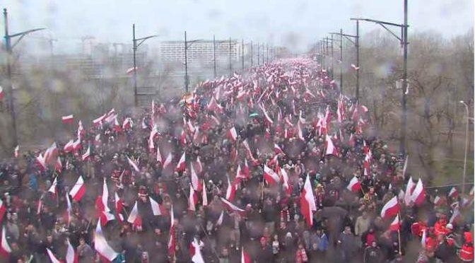 IMPONENTE MARCIA CONTRO IMMIGRAZIONE: 150 MILA EUROPEI SFILANO A VARSAVIA – VIDEO