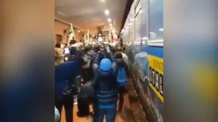 Il Treno di Renzi fa il pieno di fischi, contestato anche a Ferrara – VIDEO