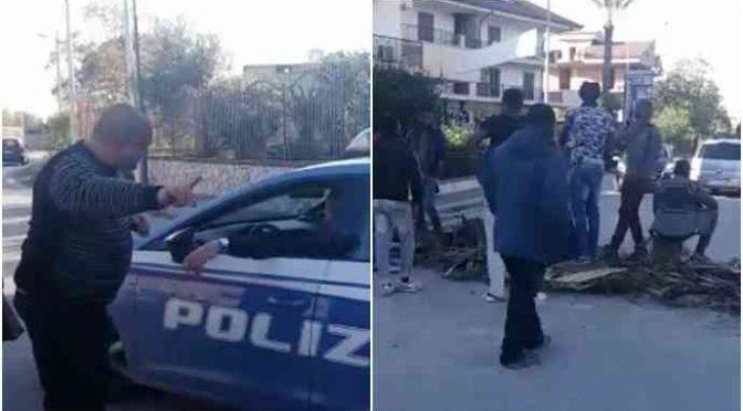 """Africani sequestrano automobilisti, Polizia: """"Non ci possiamo fare niente"""" – VIDEO CHOC"""