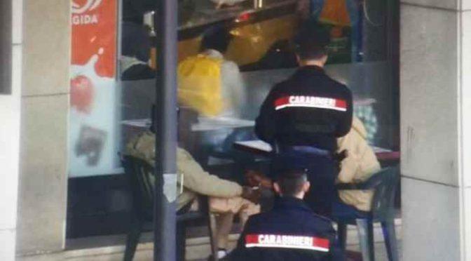 Carabinieri sospesi perché trattano male rapinatore tunisino