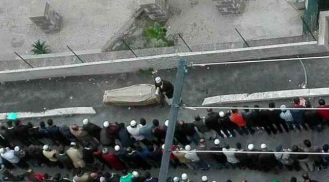 Funerale islamico a Roma, in mezzo alla strada –  FOTO