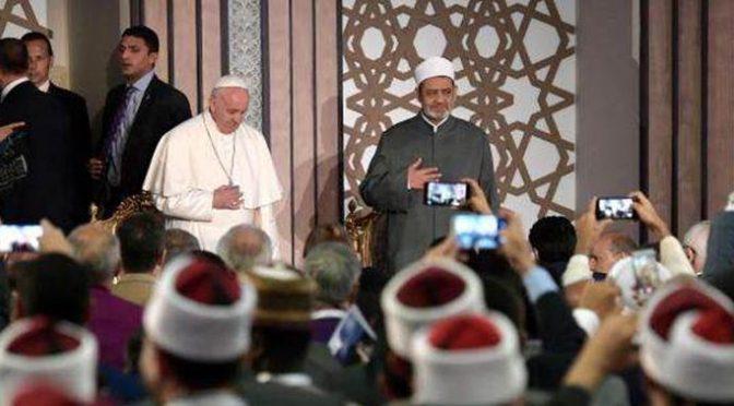 """Imam durante incontro Bergoglio:  """"I musulmani sono le vittime del terrorismo"""""""