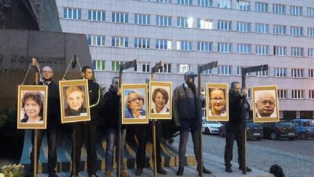 Polonia: 'impiccati' gli eurodeputati in lista Soros