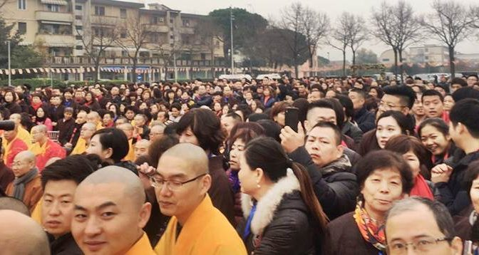 Prato è cinese, migliaia inaugurano nuovo tempio del governo cinese