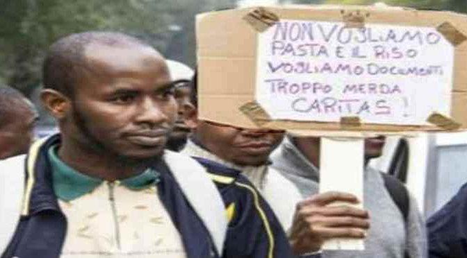 """Profughi lanciano ultimatum: """"Soldi, Wi-Fi veloce e basta pasta"""""""