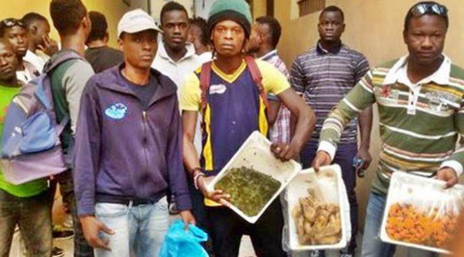 Torino: decine di famiglie italiane in fila per pacchi cibo