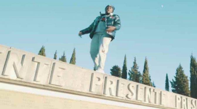 Rapper africano calpesta i morti al Sacrario di Redipuglia