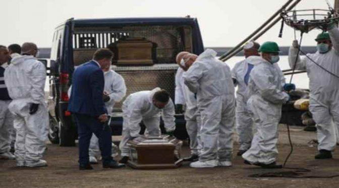 Perché una nave spagnola scarica 26 cadaveri presi in Libia a Salerno?