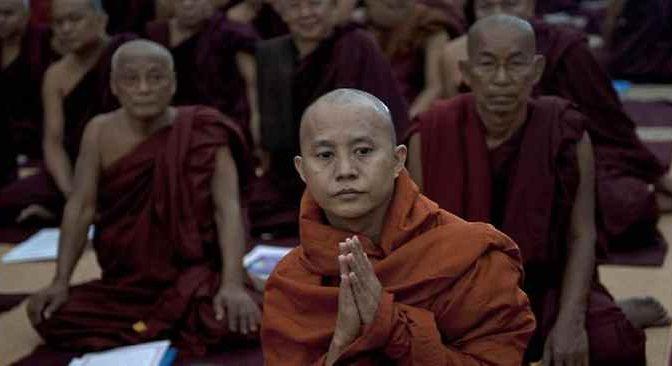 """Monaco buddhista contro Islamici: """"Per ognuno di noi ucciso bruceremo una moschea"""""""
