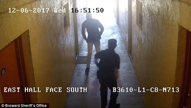 Usa, immigrato haitiano attacca agenti: abbattuto – VIDEO