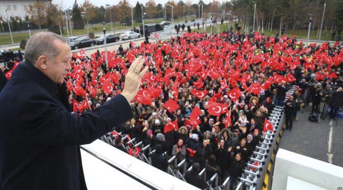 Erdogan prega in moschea greca, sobilla la minoranza turca