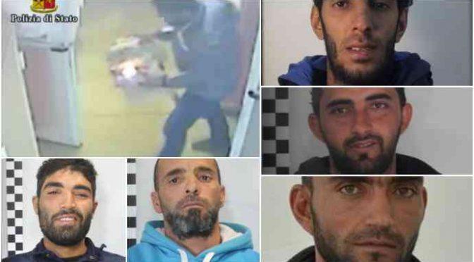 Tunisini incendiano e distruggono centro accoglienza – VIDEO