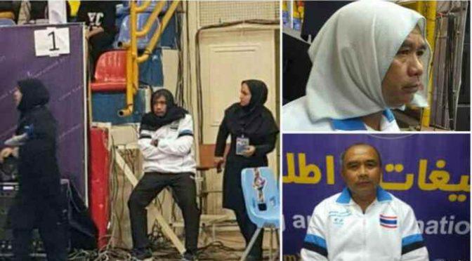 """Islamici costringono allenatore maschio ad indossare Hijab per """"non turbare femmine"""""""