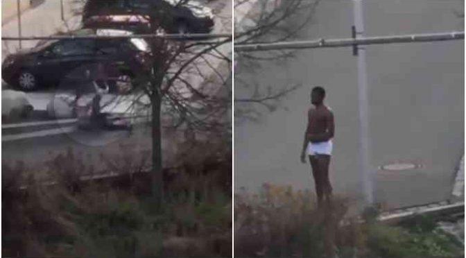 PROFUGO IN MUTANDE ATTACCA PASSANTI, ANZIANA MASSACRATA A CALCI – VIDEO