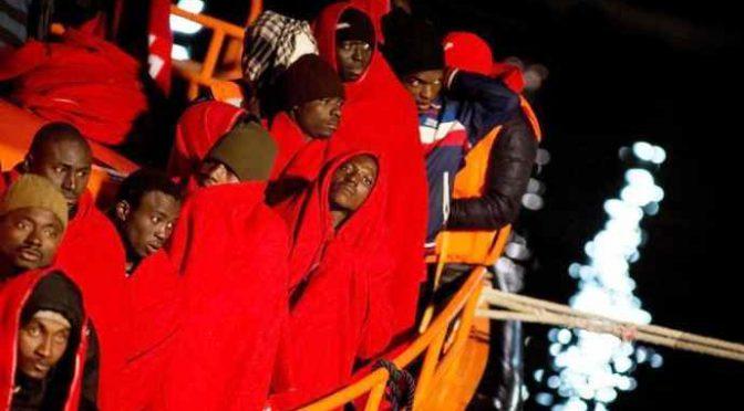 Rubano auto e si lanciano contro carabinieri: immigrati minorenni