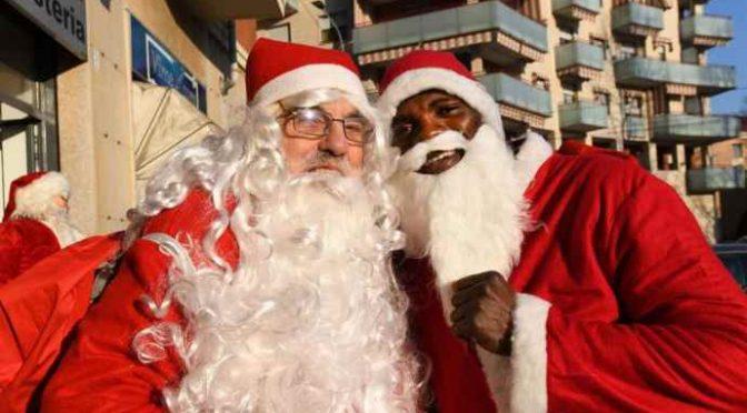 A Torino Babbo Natale è in coppia, e uno è Nero