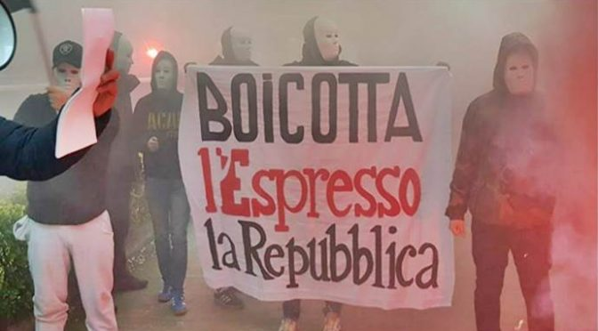 Protesta pacifica contro giornale di fake news Repubblica