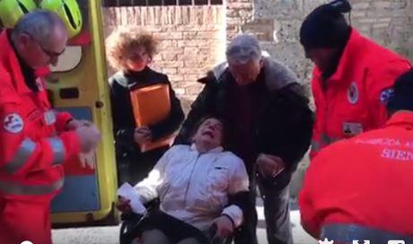 Sandra si è tagliata le vene, la sua casa è ancora all'asta – VIDEO