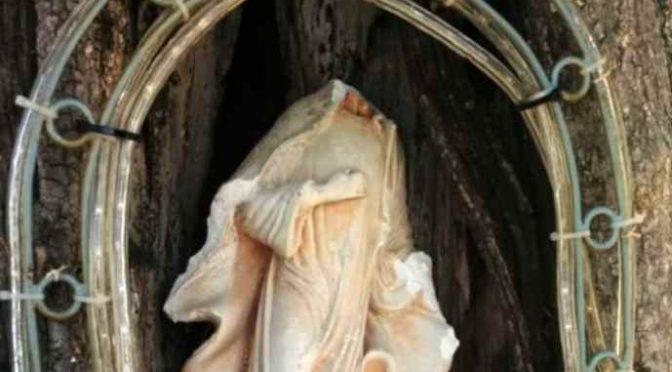 Attacco al Natale a Brescia: Madonnina decapitata – FOTO