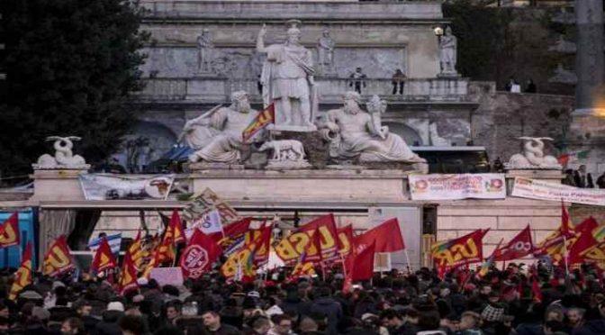 Roma, africani e teppisti rossi sfregiano la città: ma manifestazione è un flop