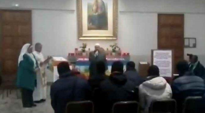 Monza, la chiesa diventa moschea: grida islamiche davanti altare – VIDEO