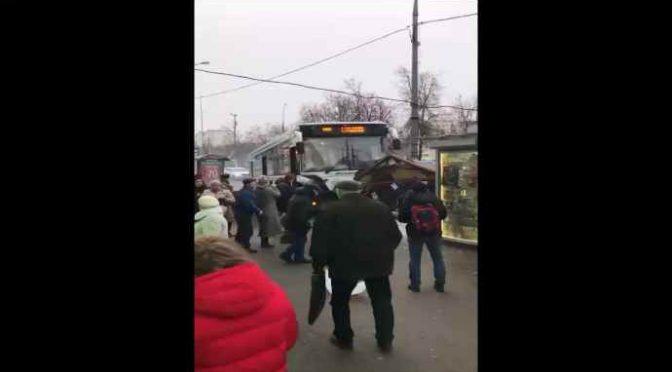 Mosca: ancora un bus sulla folla, feriti – VIDEO