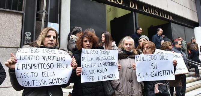 Asilo trasformato in centro profughi, Mamme in protesta davanti tribunale: «Rivogliamo il nostro asilo»