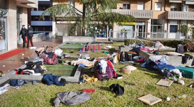Nigeriani devastano appartamento, lanciano tutto di sotto – FOTO