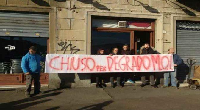 """Torino, bar chiude per troppi migranti, proprietaria in lacrime: """"Grazie Appendino"""""""