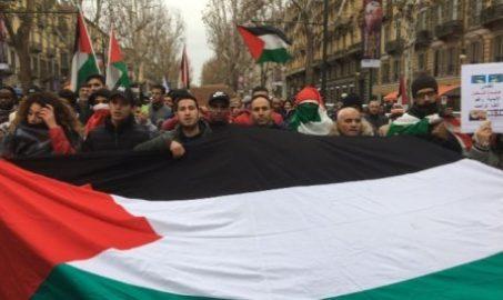 Islamici sfilano a Torino: corteo antisemita organizzato da moschee