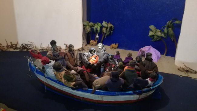 """Il barcone dei clandestini """"rispedito"""" in Africa"""
