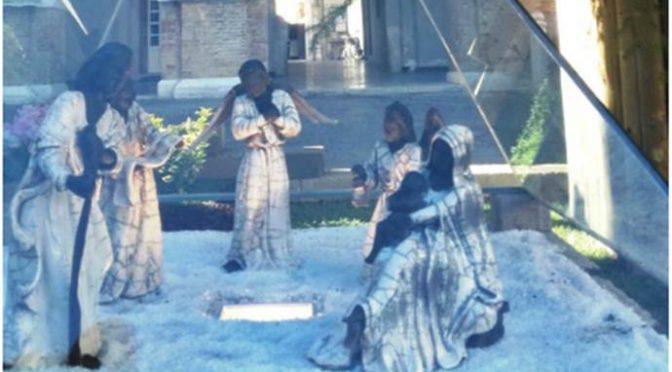 Sindaco PD commissiona Presepe nero: Gesù, Madonna e Giuseppe sono Africani